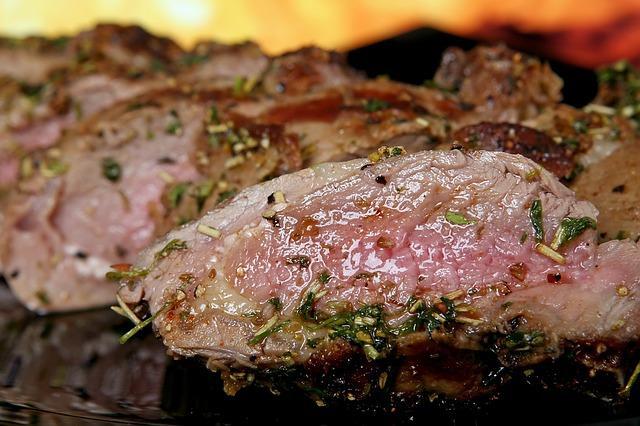 גרילים ומעשנות בשר